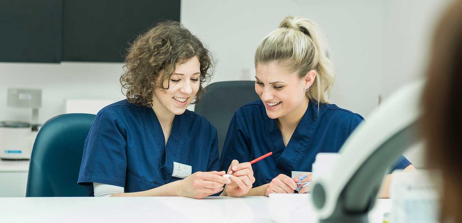 <p><strong>Mit Begeisterung im Job </strong><br /> Deine Karriere in unserer Praxis Dr. Jahnke</p>